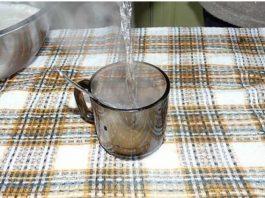 Стакан горячей воды для хорошего стула и от старости