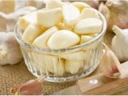 14 отличных рецептов лечения чесноком. Не выбрасывайте даже шелуху — она спасет от многих бед