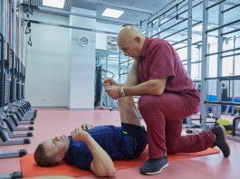 Доктор Бубновский советует: «Встаньте, широко расставив ноги…»