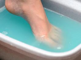 Избавляемся от токсинов и болезней, просто поместив ноги в этот раствор на 20 минут