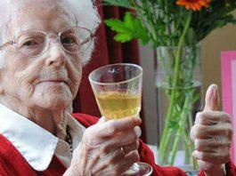 Алкоголь, лишние килограммы и кофе помогут вам дожить до 100 лет