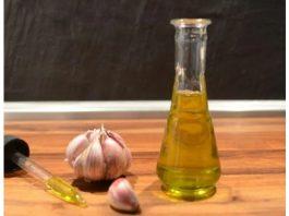 Как приготовить чесночное масло против ушной инфекции и болей в ушах