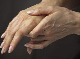 Этот секретный рецепт молодости разгладит кожу на руках в два счета